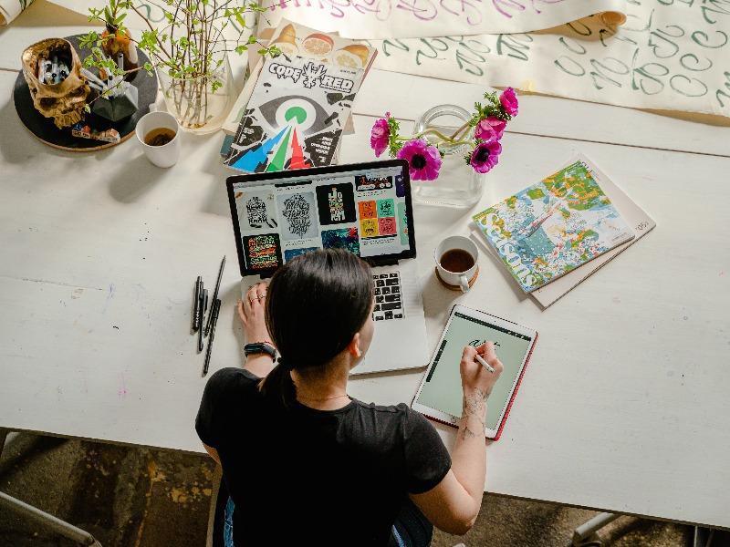 Qué es el upskilling y por qué las empresas necesitan capacitar a sus trabajadores ya